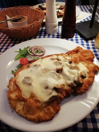 Restauracja Szalone Widelce: Pollo con purè funghi e mozzarella