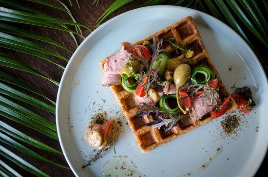Restaurant Hovoryt Lviv: Гофре з качиною грудкою та овочевим міксом