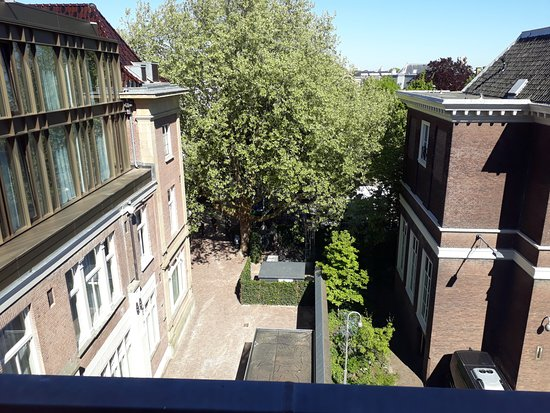 Hotel Indigo The Hague - Palace Noordeinde: View from bedroom to quiet courtyard