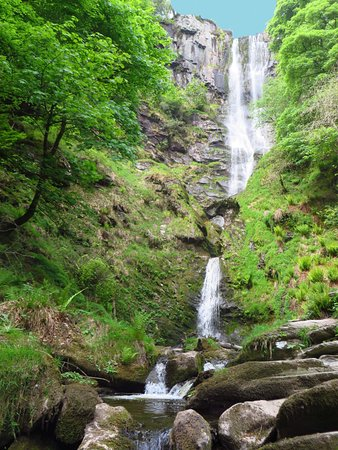 Llanrhaeadr ym Mochnant, UK: At the end of a lovely drive, this wonderful waterfall.