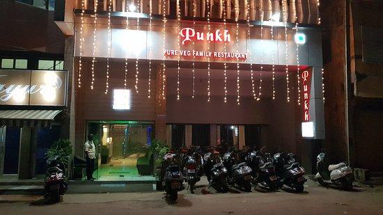 Rajnandgaon, India: Punk Restaurant