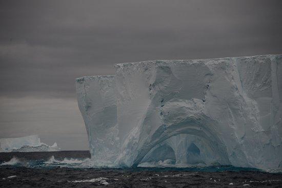 Geórgia do Sul: Tabular iceberg 1AC