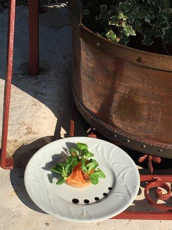 Saint-Samson-de-la-Roque, France: Tartare de saumon et mâche du potager