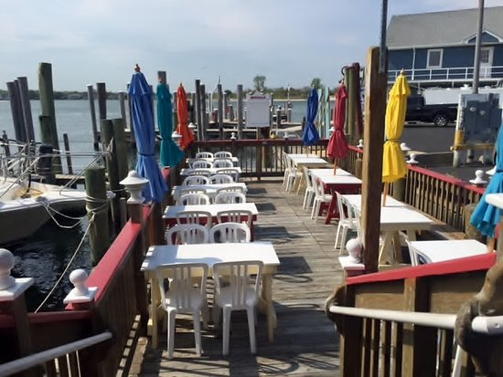 Red's Lobster Pot: Waterfront dining at its BEST!