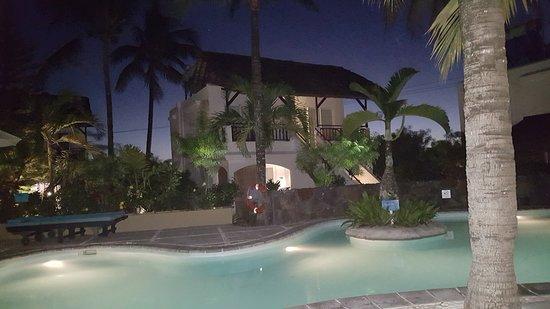 Emeraude Beach Attitude: Sehr schöne kleine Häuschen mit 4 Wohneinheiten, sehr sauber und liebevoll eingerichtet.