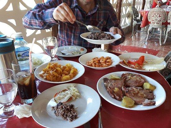 El Cacique : Best food in Jibacia!