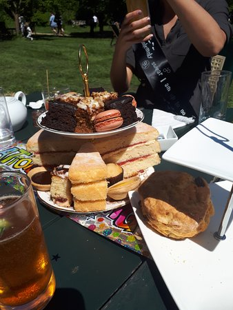Grantchester, UK: Afternoon tea cakes