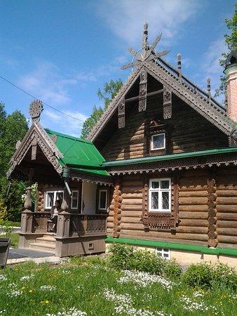 Abramtsevo Estate-Museum: мостики на пруду