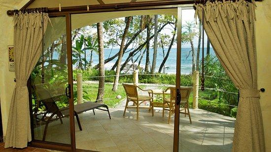 Ylang Ylang Beach Resort: Beach Front Bungalow
