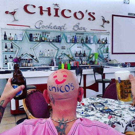 Chico's Cocktail Bar: our english brother :)