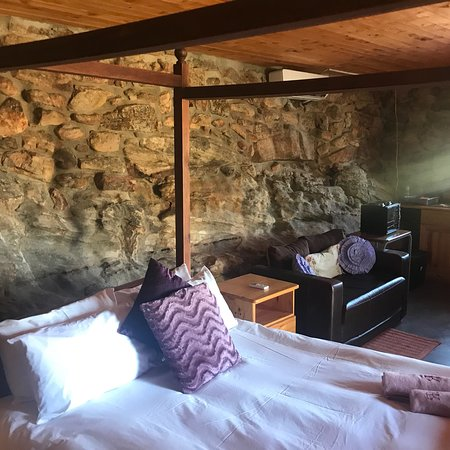 Cederberg, Südafrika: Swimming pool and stone cottages from inside