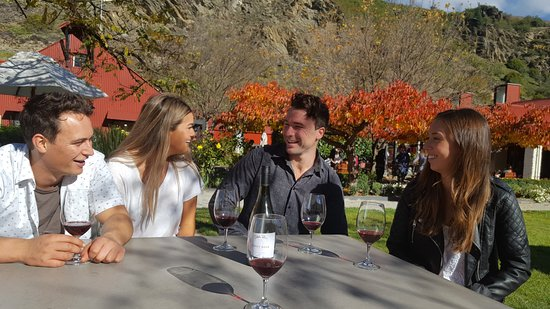 Queenstown Wine Trail: Wine is more fun with friends