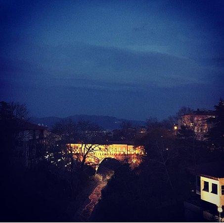 Irgandi Bridge: Irgandı Köprüsü Gece Görünüşü