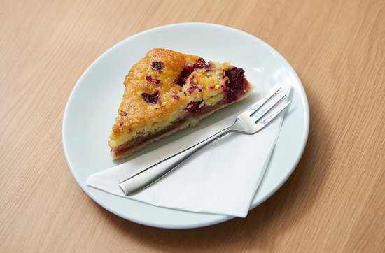 Holwood Farm Coffee Shop: Raspberry and Pistachio Cake