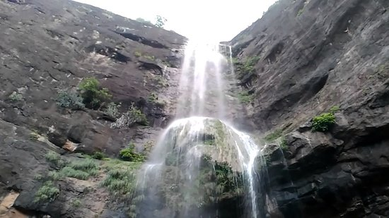 ‪‪Jalgaon‬, الهند: Patna Devi Waterfall. If you take a bath in this, your genitals will shine like the rising sun.‬