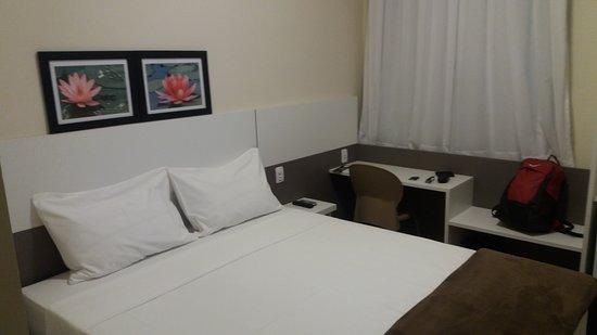 H2 Hotel: Quarto, limpo e lindo.