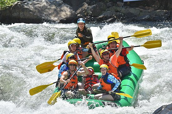 Lotus, Califórnia: Whitewater rafting with Mother Lode the wildly popular American River