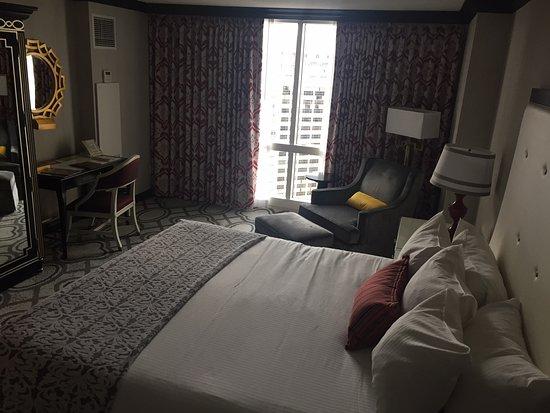 Paris Las Vegas: King Size Bed
