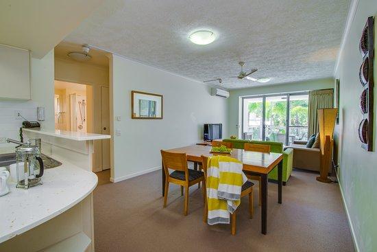 Coolum Beach, ออสเตรเลีย: Living area 2 bedroom apartment Coolum at the Beach