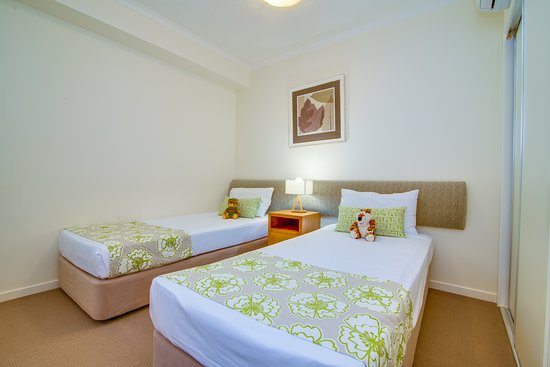 Coolum Beach, ออสเตรเลีย: Second bedroom 2 bedroom apartment Coolum at the Beach