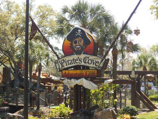 Pirate's Cove Adventure Golf: Pirates Cove
