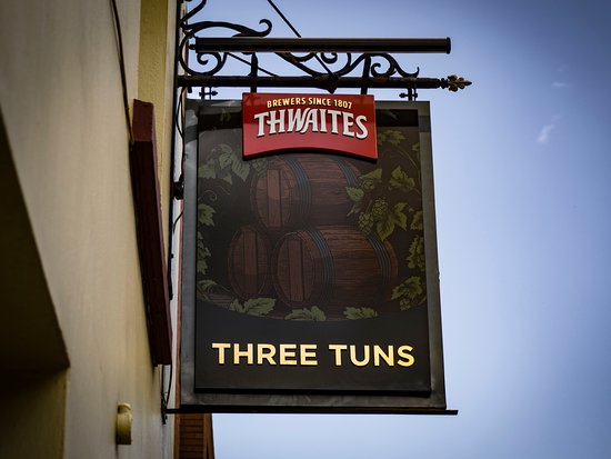 The Three Tuns: View from High Street