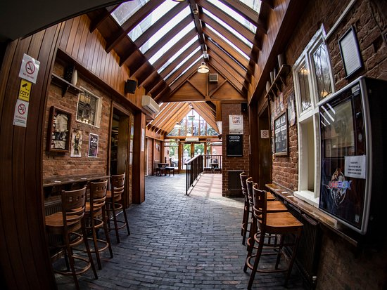 The Three Tuns: Alley