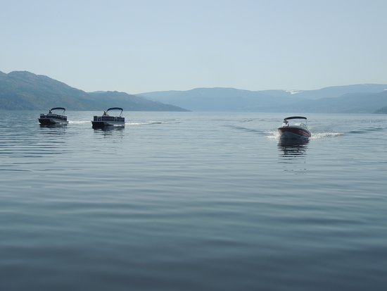 West Kelowna, Canada: Our Boats we rent going on a cruise