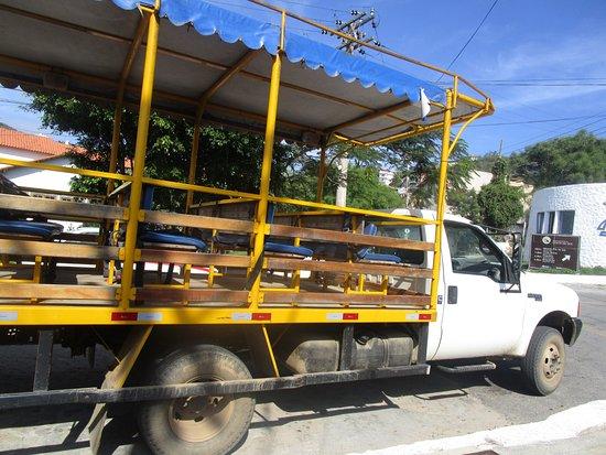 Prainhas do Pontal do Atalaia: Camión turístico