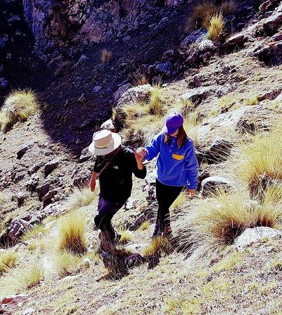 Andean Lodges: Com nosso amigo Erick que nos guiou no trekking...