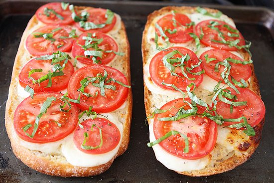Peter's Pizza Bray: GARLIC BREAD WITH TOMATO