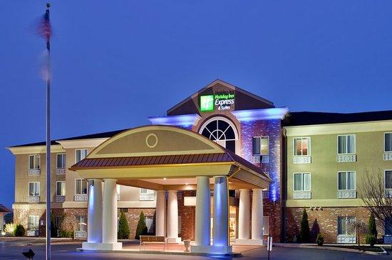 Holiday Inn Express Hotel & Suites Farmington: Exterior