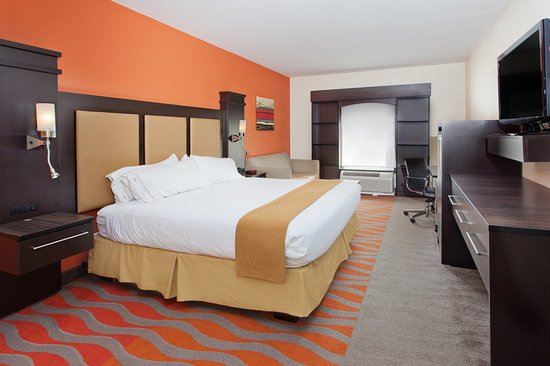 Holiday Inn Express & Suites Dalton: Guest room