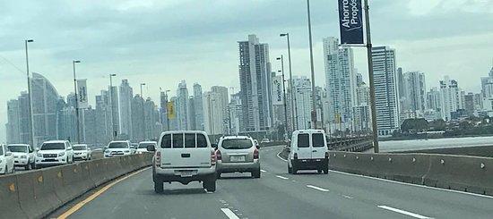 Avenida Balboa: Reminds Me of Singapore