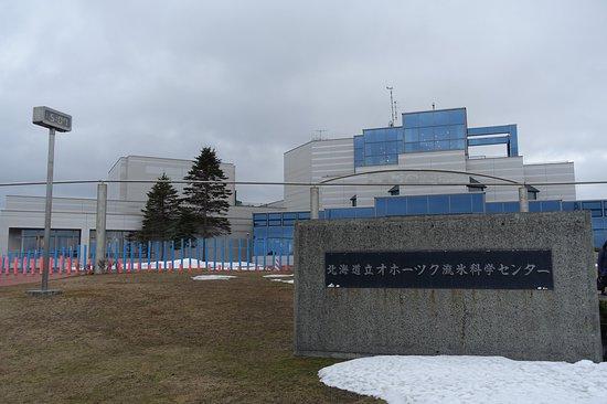 Okhotsk Sea Ice Museum of Hokkaido GIZA: /_/_/_/_/_/_/_/ 2018.4 撮影 建物の外観まだ4月ですが雪がありました。