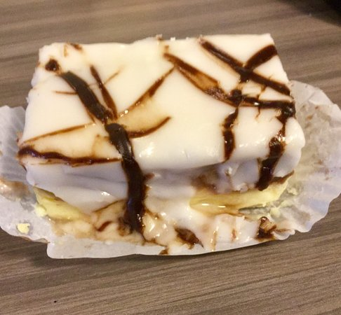 Presti's Bakery & Cafe: Napoleons are crazy delicious!!!!
