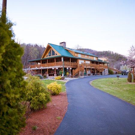 Cabins, WV: Spring/early summer at Smoke Hole Log Cabin Resort