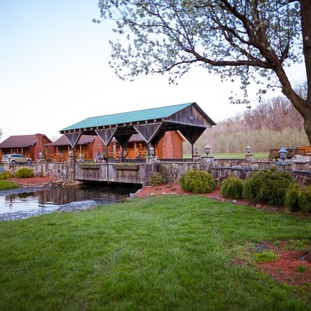 Smoke Hole Caverns & Log Cabin Resort : Spring/early summer at Smoke Hole Log Cabin Resort
