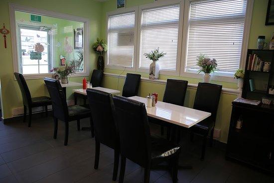 Living Grace Café: Tables setting