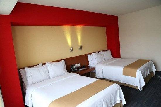 Holiday Inn Express Guadalajara Expo: Guest room