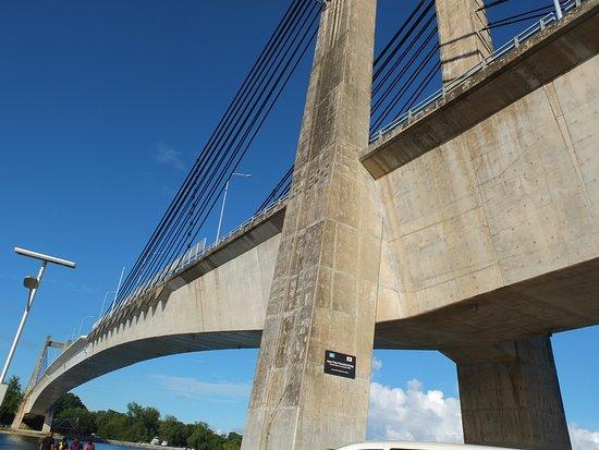 Babeldaob Island, Palau: エクストラドーズド橋というらしい。