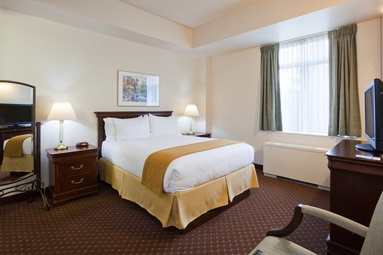 IHG Army Hotels Fort McCoy Bldg 51 Anderson Hall: Suite