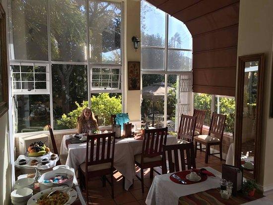Rosebank, South Africa: The Breakfast patio