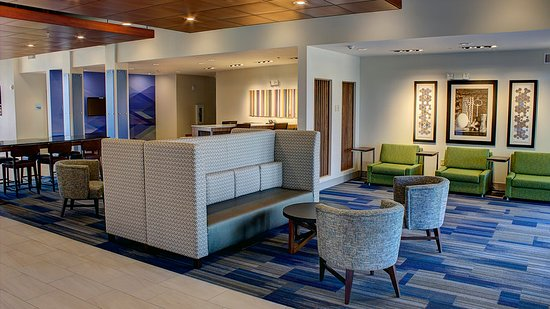 Holiday Inn Express & Suites Spencer: Lobby