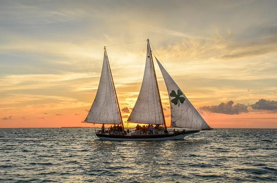 Sunset Sail in Key West con cocktails
