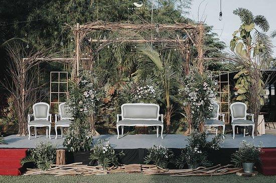 Ayola Tasneem Convention Hotel: Rustic Wedding Party