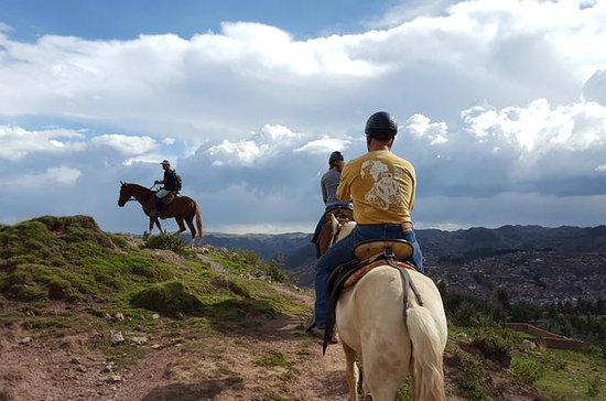 Ridning runt Sacsayhuaman Cusco
