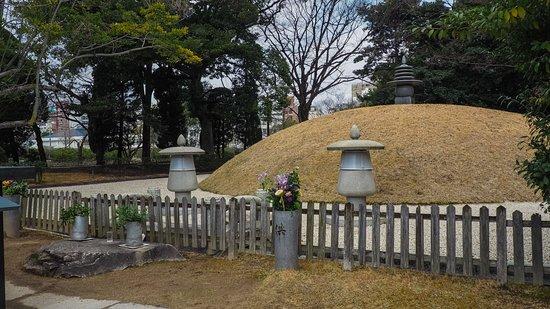 Hiroshima Peace Memorial Park: mass grave
