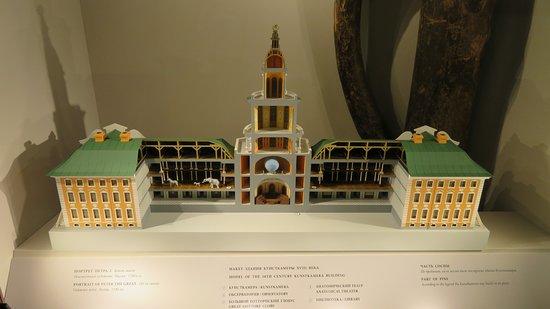 Kunstkamera Peter The Great's Antropology and Ethnography Museum: แบบจำลองอาคารพิพิธภัณฑ์ สร้างสมัยปีเตอร์มหาราช