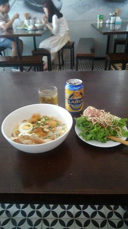 My Quang 24/7: チキンのミークワンと地元のビール